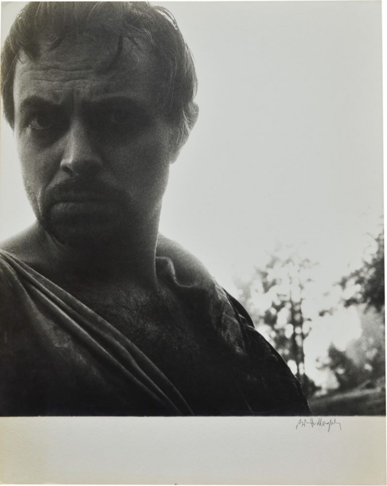 "James Mason on the set of ""Julius Caesar"" Robert Willoughby, Bob, photographer, Joseph L. Mankiewicz, director, William Shakespeare, play, Marlon Brando James Mason, starring."