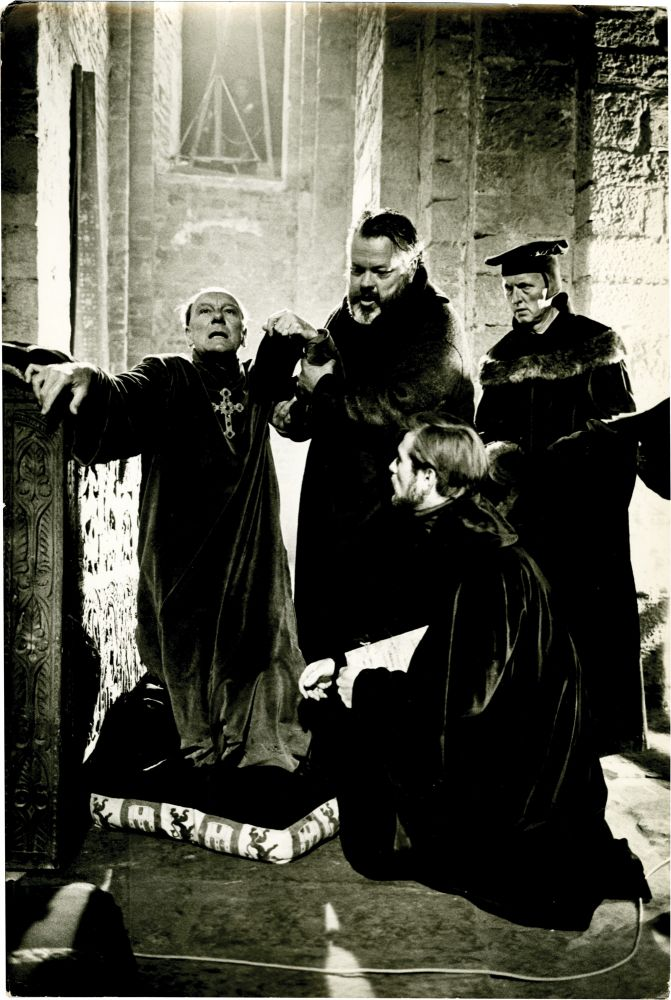 Orson Welles and John Gielgud on the set of Chimes at ...
