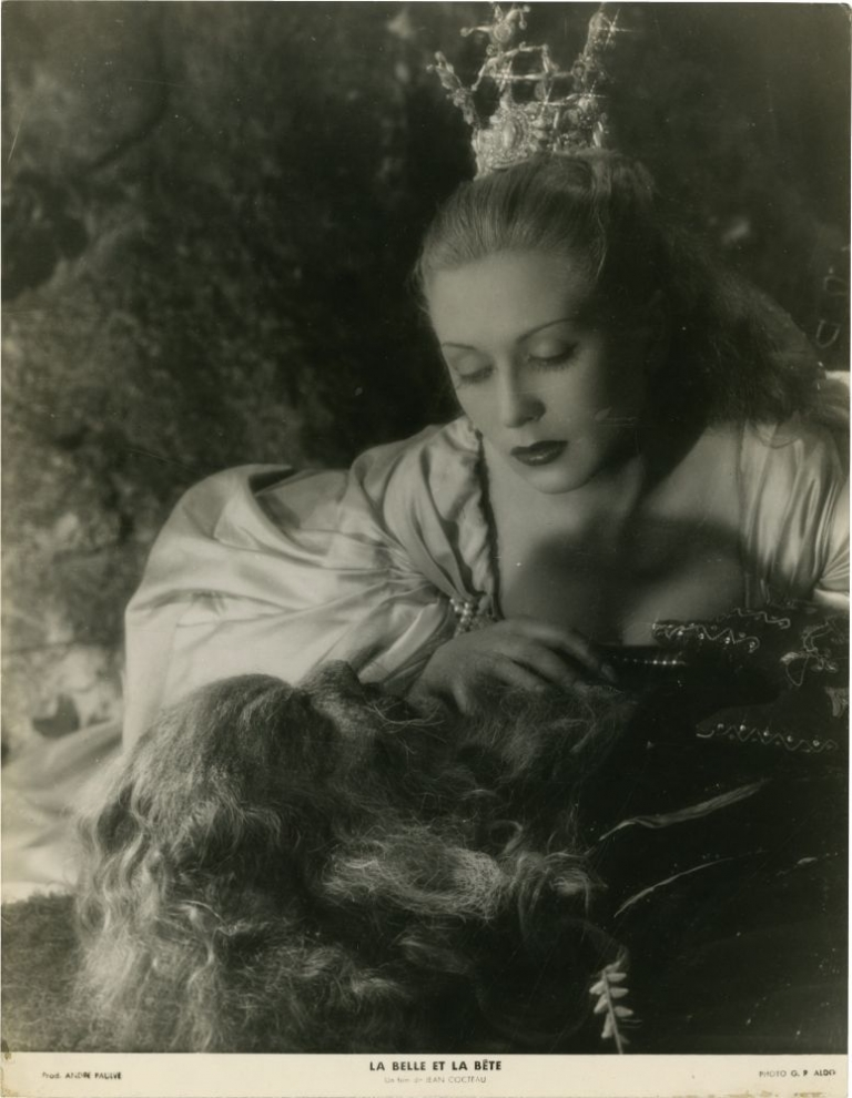 La belle et la bete [Beauty and the Beast]. Jean Cocteau, G R. Aldo, Josette Day Jean Marais, director, photographer, starring.