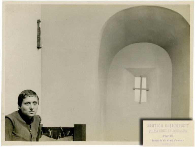 The Passion of Joan of Arc [La passion de Jeanne d'Arc]. Carl Theodor Dreyer, Maurice Boussus Jean Soulat, Maria Falconetti, director, photographers, starring.