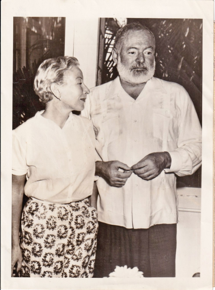 ORIGNAL Press photograph of Ernest Hemingway and Mary Welsh Hemingway, 1953. Ernest Hemingway, Mary Welsh Hemingway, subjects.