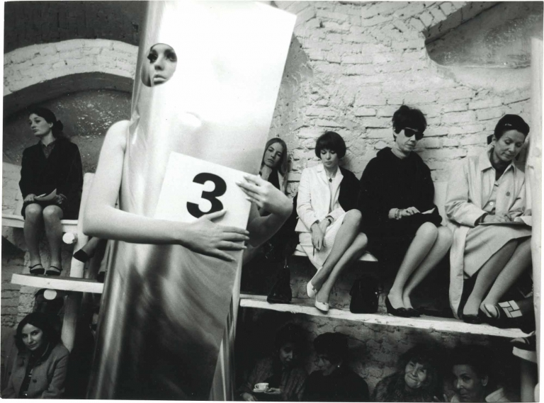 Who Are You, Polly Maggoo? [Qui etes-vous, Polly Maggoo?]. William Klein, Grayson Hall Dorothy McGowan, Jean Rochefort, Philippe Noiret, screenwriter director, starring.