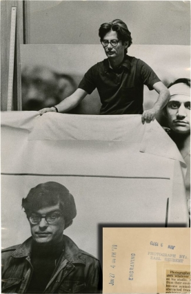 Richard Avedon holds up photograph of Rennie Davis (Original Chicago Tribune press photograph,...